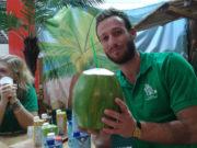 10 sebab ajaib minum air kelapa